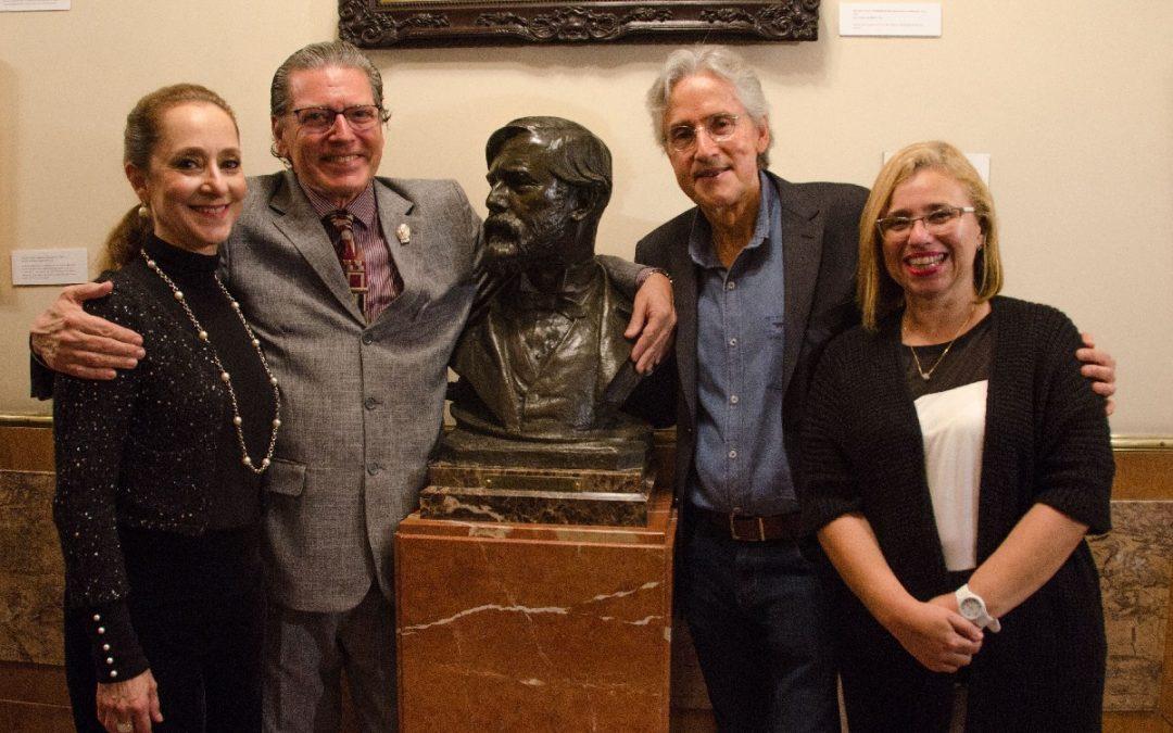 Busto de Eliseu Visconti volta ao Theatro Municipal