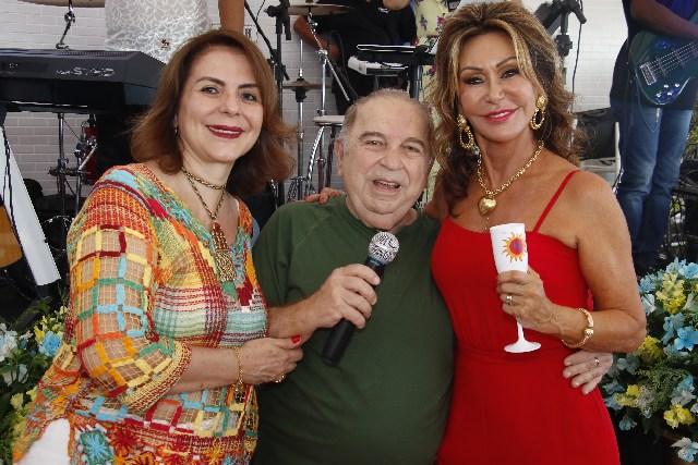 Humorista Castrinho marcou presença no aniversario da Beth Andrade no Rio da8a4efadb1