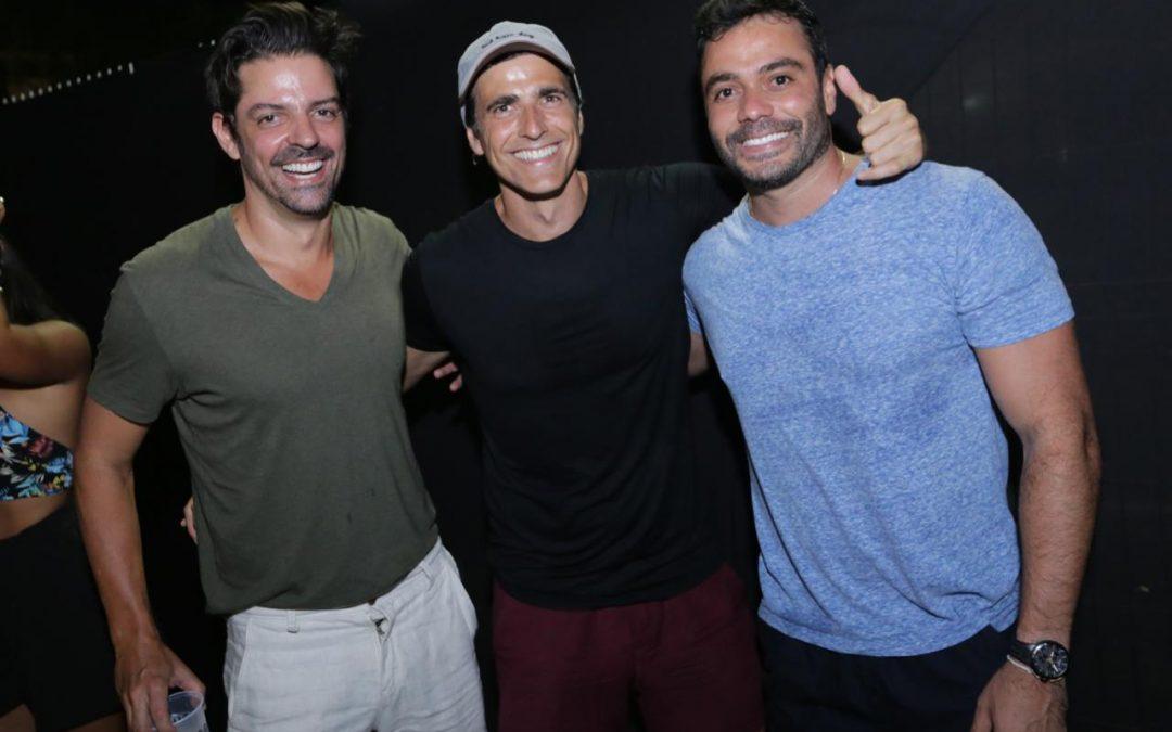 Reynaldo Gianechini curte balada da 'Fica Comigo' em Salvador