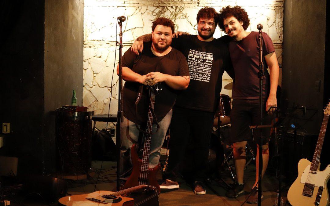 """77 Rotações"""" faz show de lançamento do seu primeiro EP no Teatro Armando Gonzaga"""