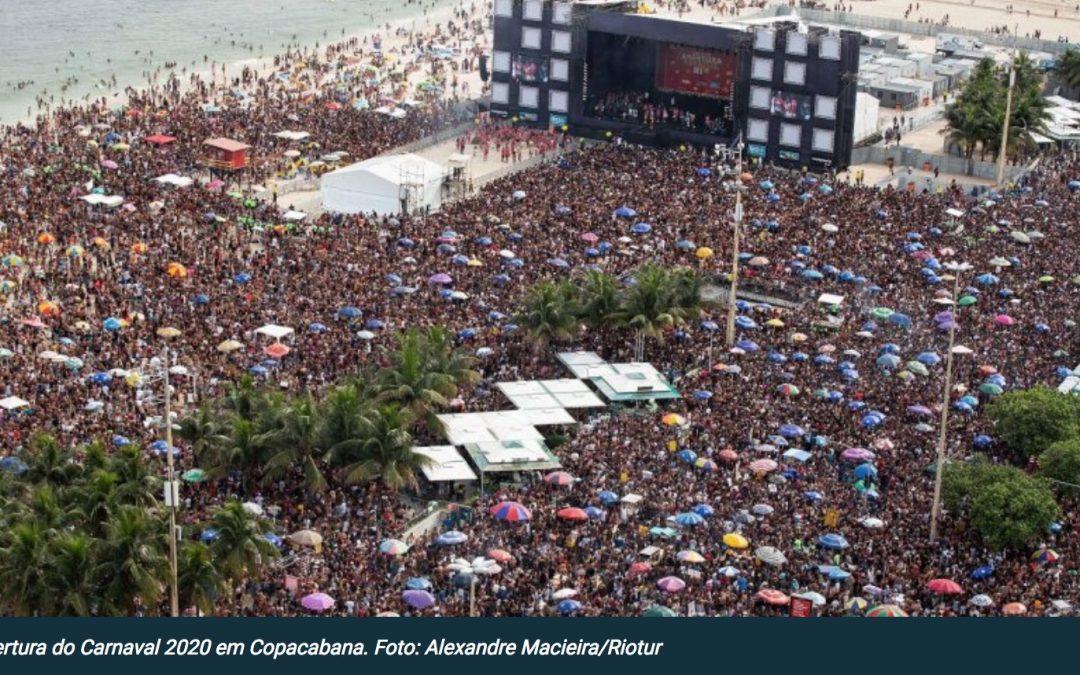Multidão lota Copacabana na abertura do Carnaval 2020