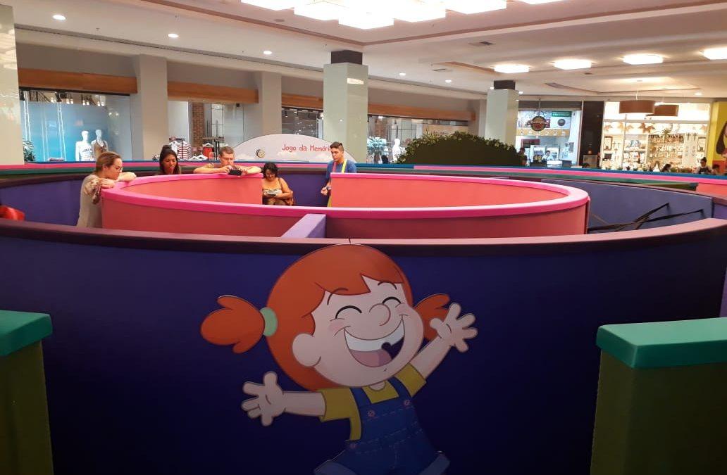 """Supertoons e Multicenografia apresentam """"Labirinto da Mika"""", no Américas Shopping"""