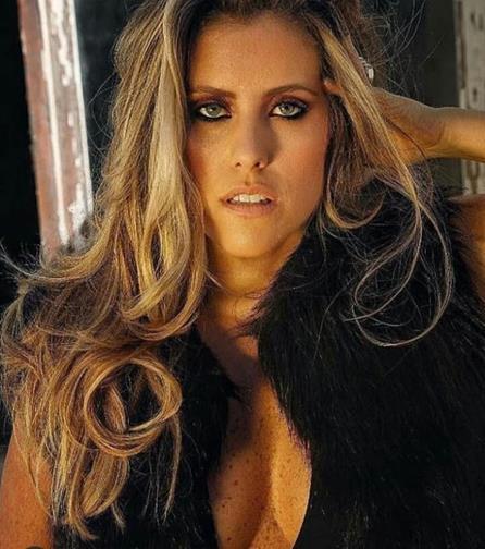 Bruna Barros apresenta show 'Sambalanço' no Bar Cariocando