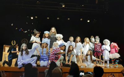 Atriz Camila Santanioni ministra oficinas de teatro infantil na Barra da Tijuca