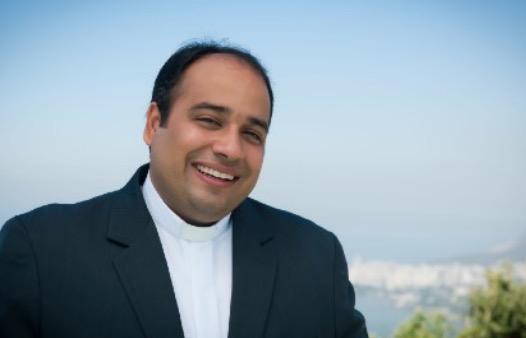 Padre Omar celebra 41 anos com aniversário beneficente em Drive Thru solidário