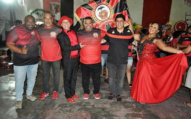 Live Encontro das Paixões reúne escolas de samba de torcedores dos 4 grandes times do Rio