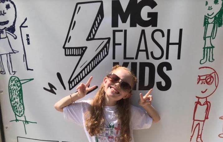 Atriz mirim Laís Luna participa de desfile solidário 'MG Flash Kids' no Rio