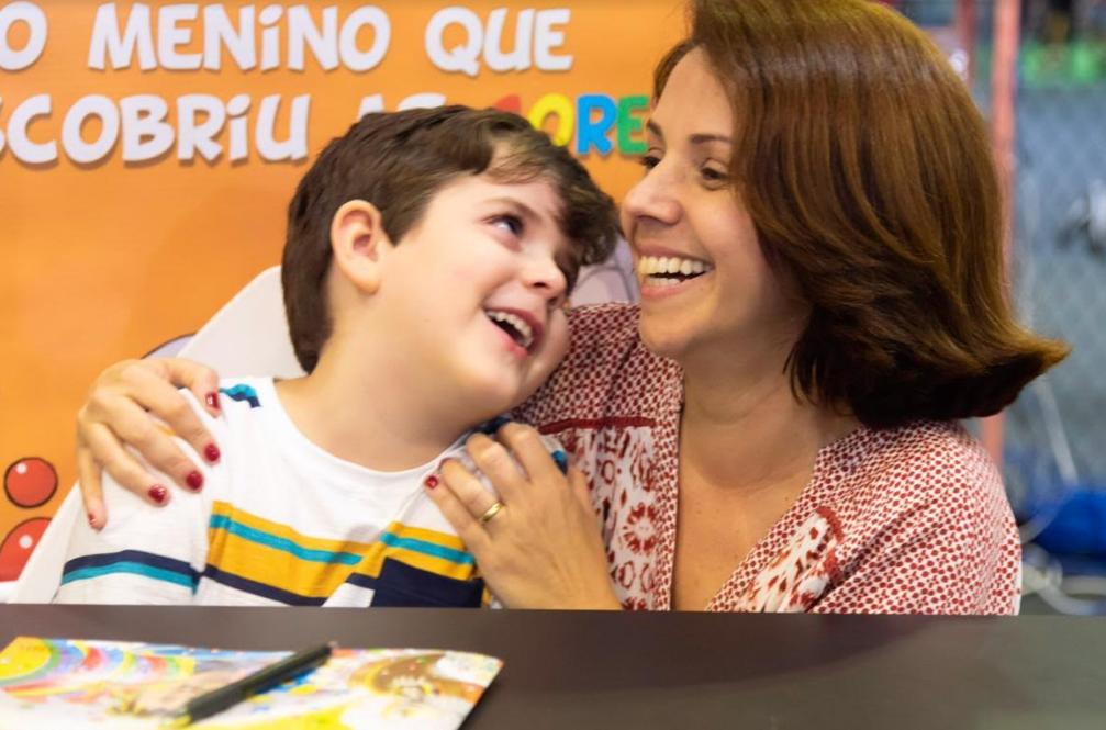 Avós que inspiram: conheça o livro infantil O Menino que descobriu as cores